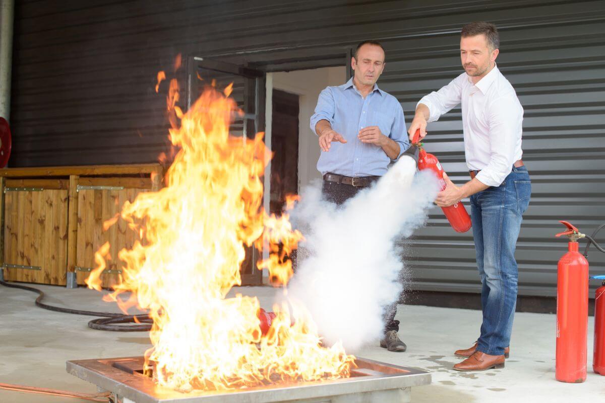 Теоретично обучение по противопожарна безопасност - Обучение на персонал за гасене на пожар в офис с пожарогасител